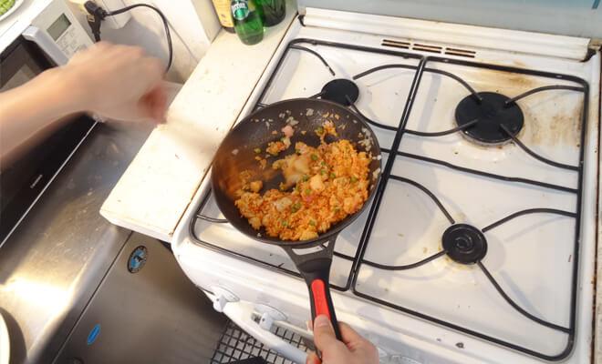 中の人と料理対決